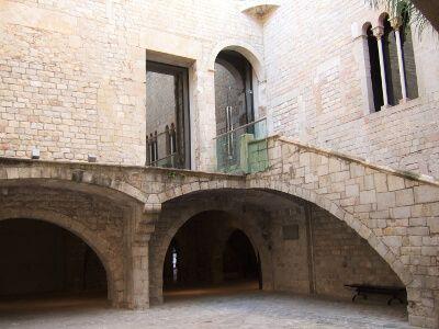 La calle Montcada y el Museo Picasso de Barcelona. Una relación de piedra
