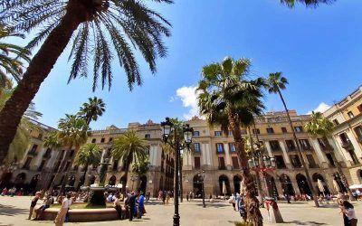 Royal Square (Plaça Reial), feel the hustle and bustle of Barcelona