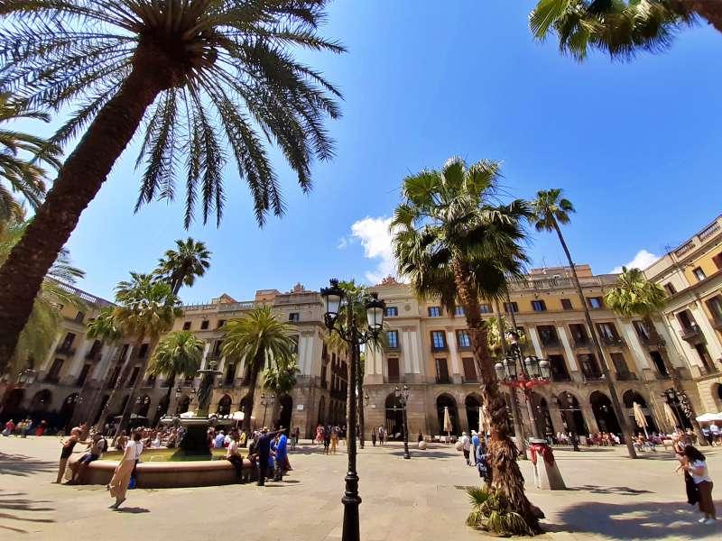 La Plaça Reial, més coneguda que la Monyos